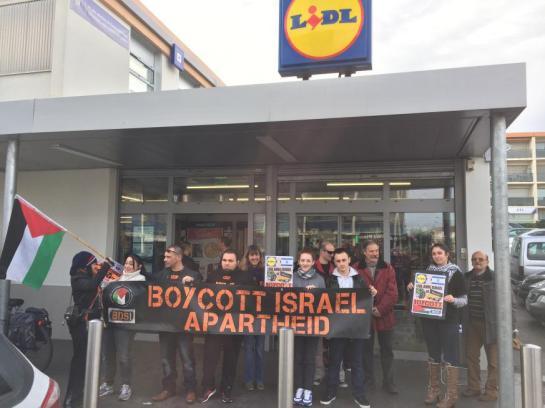5ac659e16263 Cette chaine de magasins avait pourtant suspendu en mai dernier la  distribution des produits Mehadrin après une campagne intense menée par le  comité BDS ...