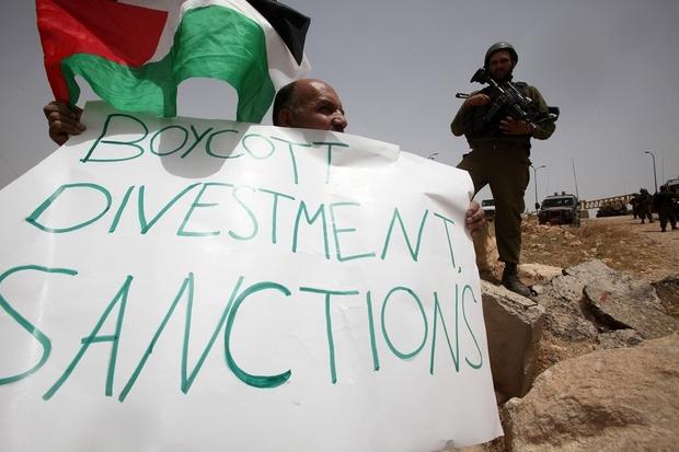 a palestinien holds.jpg