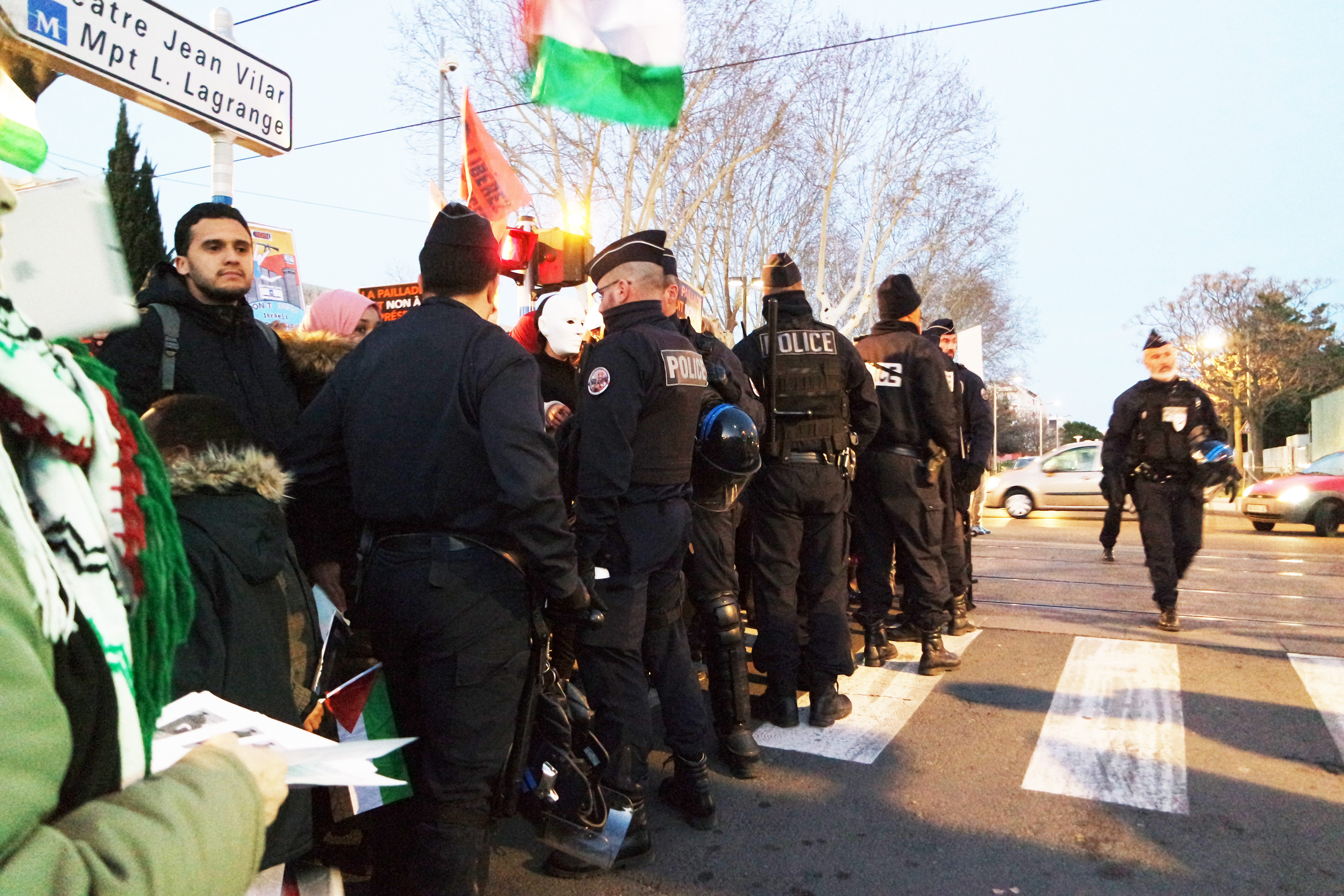 police-UNE.jpg